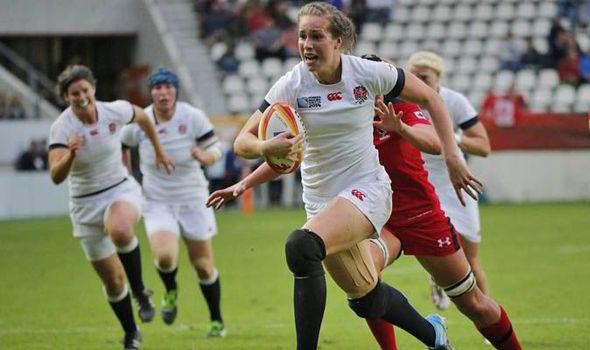 Emily Scarratt scores a try for England